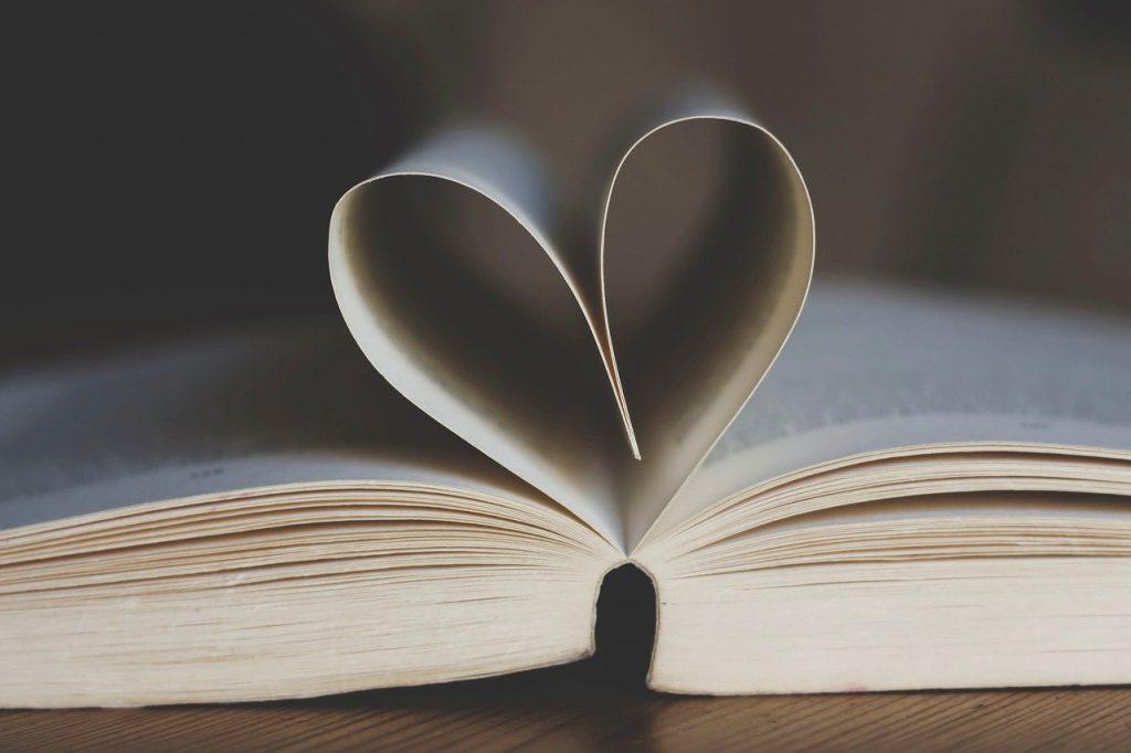 Un libro físico, que puede haber sido de autoedición o con una editorial tradicional