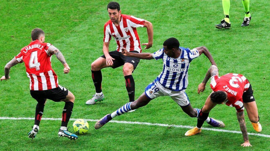 Disputa de la final de Copa del Rey entre el Atheltic Club y la Real Sociedad.