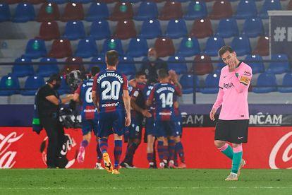 El Barça tira la Liga ante el Levante