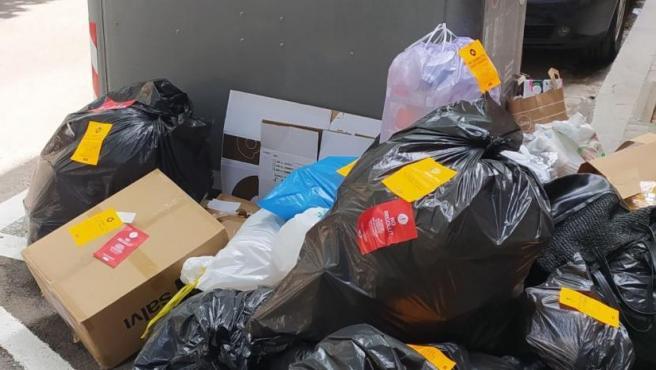 Desastre del nuevo sistema de recogida de basuras en el barrio de Sant Andreu