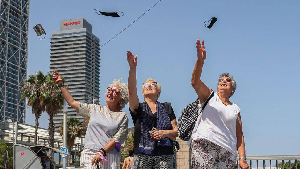 El fin de las mascarillas en el exterior es una de las noticias de la semana