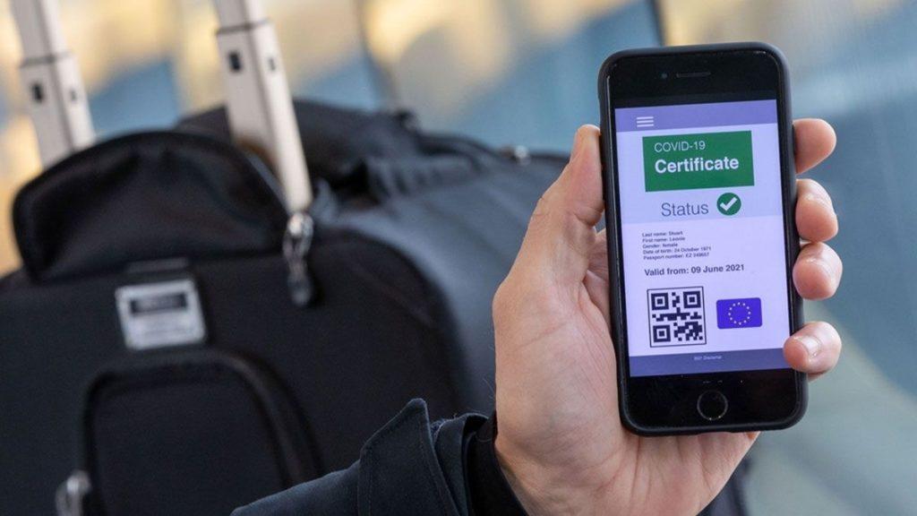 Sanidad descarta el pasaporte Covid para los interiores